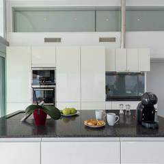 Home Staging y Fotografía en Villa Dorada: Cocinas de estilo  de Home & Haus | Home Staging & Fotografía