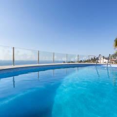 Home Staging y Fotografía en Villa Dorada: Piscinas de estilo  de Home & Haus | Home Staging & Fotografía