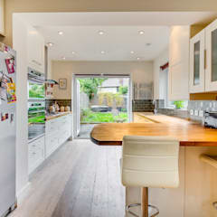 House renovation, house extension:  Kitchen by LDN Build