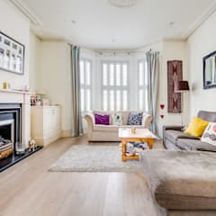 House renovation, house extension:  Living room by LDN Build