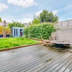 House renovation, house extension:  Garden by LDN Build