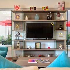 Parque Residencial Los Azulejos: Salas multimedia de estilo  por Bienes Raices Gaia