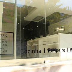 Showroom na Av. João XXI 12 - Lisboa: Armários de cozinha  por DIONI Home Design