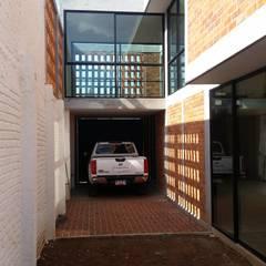 Hiên, sân thượng by Creer y Crear. Arquitectura/Diseño/Construcción