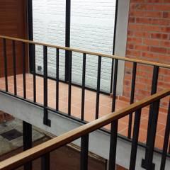 Cầu thang by Creer y Crear. Arquitectura/Diseño/Construcción