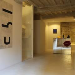 Art suite gallery...casa vacanze d'Autore: Cucina in stile  di è design. EDILIZIA&PROGETTAZIONE Studio Geom. Giovanni Belei