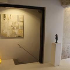 Escaleras de estilo  por è design. EDILIZIA&PROGETTAZIONE Studio Geom. Giovanni Belei