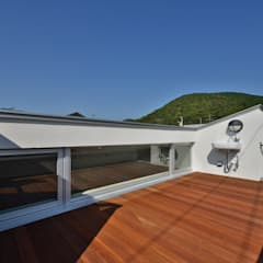 Lean-to roof by Abax Architects,