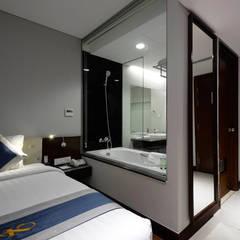 CENTRAL HOTEL SỐ 39-39A NGUYỄN TRUNG TRỰC, BẾN THÀNH, QUẬN 1:  Phòng tắm by CÔNG TY TNHH SXTM DV & TRANG TRÍ NỘI THẤT VĂN NAM