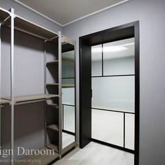 용인 전원주택 B동 30py - 드레스룸: Design Daroom 디자인다룸의  드레스 룸