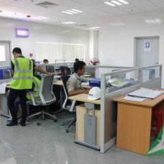 Offices & stores by CÔNG TY TNHH SXTM DV & TRANG TRÍ NỘI THẤT VĂN NAM