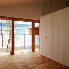 Teen bedroom by 有限会社建築計画