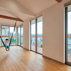 壱分の家 新築工事: Echizen Ryouta Design Laboratoryが手掛けた子供部屋です。