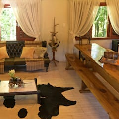 Living room by Bruna Schumacher - Arquitetura & Interiores ,