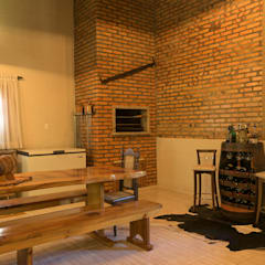 Reforma e ampliação de uma residência no sítio. Cozinhas coloniais por Bruna Schumacher - Arquitetura & Interiores Colonial