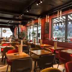 Rénovation complète d'un Café - Restaurant: Restaurants de style  par Créateurs d'interieur
