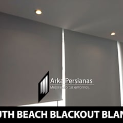 Enrollables Blackout color Blanco: Persianas de estilo  por Arka Persianas, Moderno