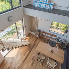 Escaleras de estilo  por 塚野建築設計事務所