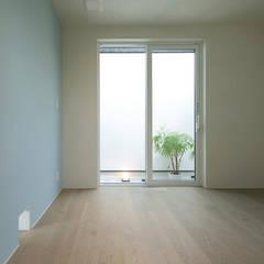 寝室1: アーキシップス古前建築設計事務所が手掛けた寝室です。