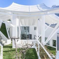Flying House(Pilot's House): IROJE KIMHYOMAN의  정원,모던
