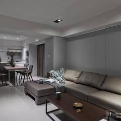 暗色調並帶有沈穩寧靜氛圍的住家設計:  客廳 by SECONDstudio