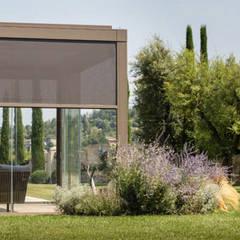Conservatory by IORI ARREDAMENTI, Modern