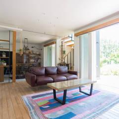土間キッチンの家 house_in_nishiyama: タイラ ヤスヒロ建築設計事務所/yasuhiro taira architects & associatesが手掛けたリビングです。