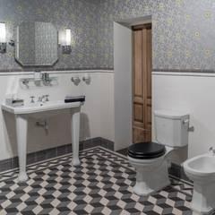 Badezimmer im Art Deco Stil:  Badezimmer von Traditional Bathrooms GmbH