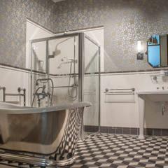 Freistehende Badewanne:  Badezimmer von Traditional Bathrooms GmbH