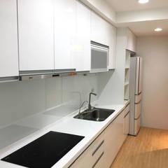 Kitchen by 捷士空間設計(省錢裝潢),