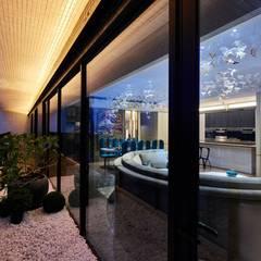 亞灣之丘:  窗戶 by 雅群空間設計
