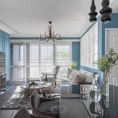 Salas / recibidores de estilo  por 層層室內裝修設計有限公司,