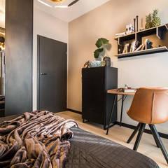 MĘSKIE WNĘTRZE: styl , w kategorii Domowe biuro i gabinet zaprojektowany przez KODO projekty i realizacje wnętrz