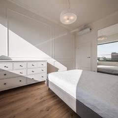 KLASYCZNIE W BIELI: styl , w kategorii Sypialnia zaprojektowany przez KODO projekty i realizacje wnętrz