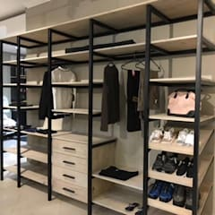 Bedroom by homify, Modern Iron/Steel