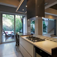 Built-in kitchens by RGR Arquitectos + Urban Strategy