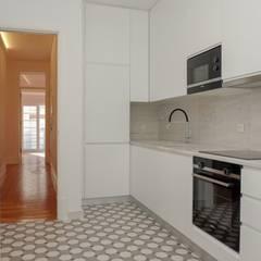 Apartamento T3 Amoreiras - Lisboa: Cozinhas  por EU LISBOA,Moderno