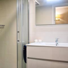 Baño 2: Baños de estilo  de Arantxa Muru Decoradora