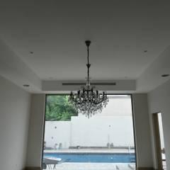 Residencia Cortijo del Valle: Salas de estilo  por RMC Arquitectura