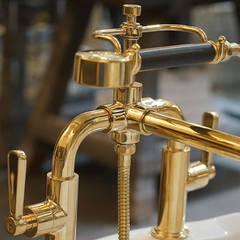 Badarmatur im Industriedesign :  Badezimmer von Traditional Bathrooms GmbH