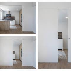 Reforma integral de piso en Sevilla: Puertas de estilo  de Ares Arquitectura Interiorismo