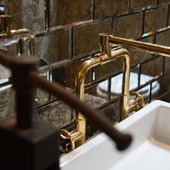 Waschtischarmatur im Industriedesign :  Badezimmer von Traditional Bathrooms GmbH