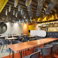 Restaurantes de estilo  por Studio Komo