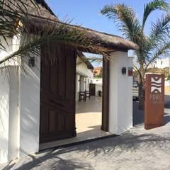 Puertas de madera de estilo  por ESTRUCTURAS DE MADERA RIGÓN, S.L.U.