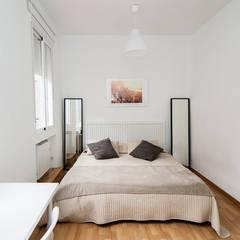Projekty,  Małe sypialnie zaprojektowane przez Ponytec