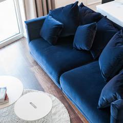 DWA POZIOMY ELEGANCJI: styl , w kategorii Salon zaprojektowany przez KODO projekty i realizacje wnętrz