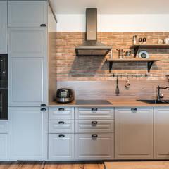 INDUSTRIALNA PROSTOTA: styl , w kategorii Kuchnia zaprojektowany przez KODO projekty i realizacje wnętrz