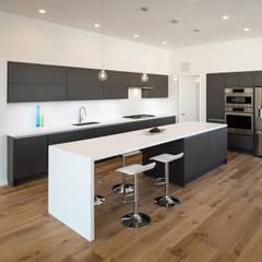 Kenyon St:  Kitchen by KUBE Architecture,