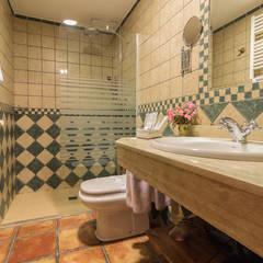 Hotel rural: Baños de estilo  de Lares Home Staging - Photography
