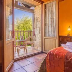 Fotografía en Hotel rural: Dormitorios de estilo  de Lares Home Staging - Photography